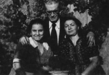 Στη φωτογραφία διακρίνονται οι Γαλάτεια Καζαντζάκη, Μάρκος Αυγέρης, Έλλη Αλεξίου