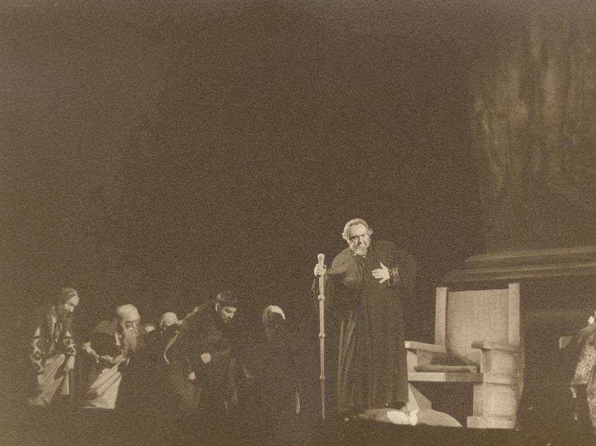 """Ο Αιμίλιος Βεάκης ερμηνεύει τον ρόλο του Ιβάν στην παράσταση """"Ιβάν ο τρομερός"""" σε σκηνοθεσία Δημήτρη Ροντήρη το 1935"""
