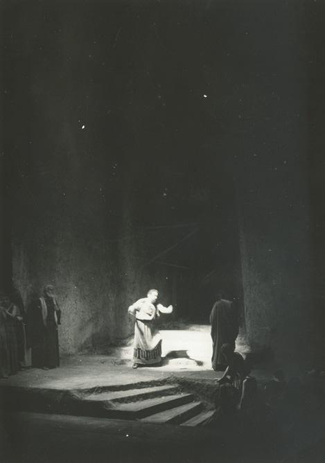 Η ερμηνεία του Αιμίλιου Βεάκη στον Οιδίποδα στην ομώνυμη τραγωδία (Οιδίπους τύραννος) σε σκηνοθεσία του Φώτου Πολίτη με την «Εταιρεία Ελληνικού Θεάτρου»