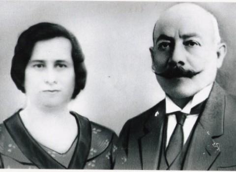 """Ο Αλέξανδρος Πουλακάκης με τη σύζυγο του, ιδιοκτήτης του Θεάτρου """"Πουλακάκη"""""""