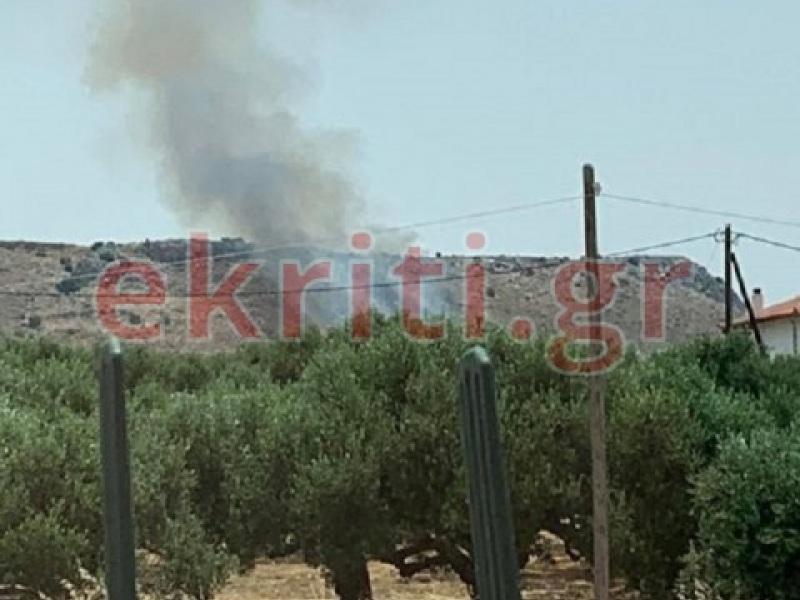 Μεγάλη φωτιά κοντά στο Πεδίο Βολής Γουβών