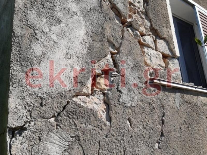 Σπίτι στο χωριό Βόνη μετά τον σεισμό