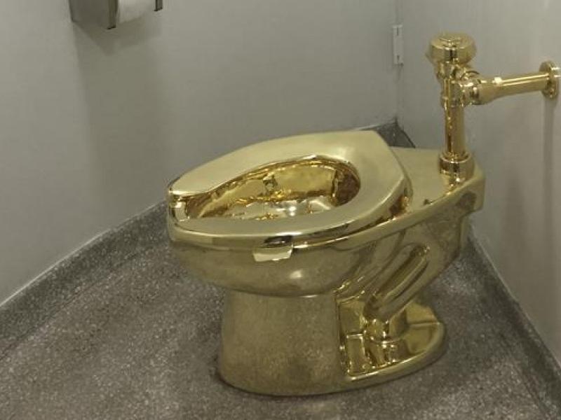 χρυσή τουαλέτα