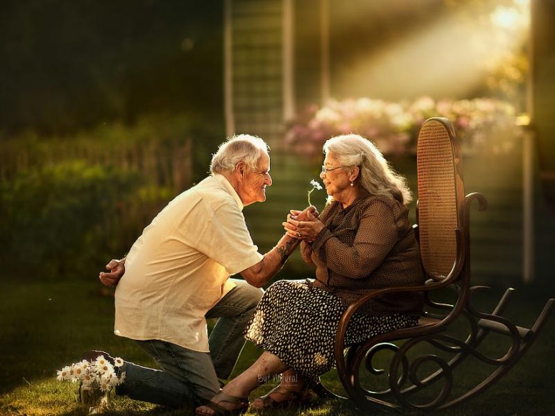 ηλικιωμένο ζευγάρι-αγάπη.jpg