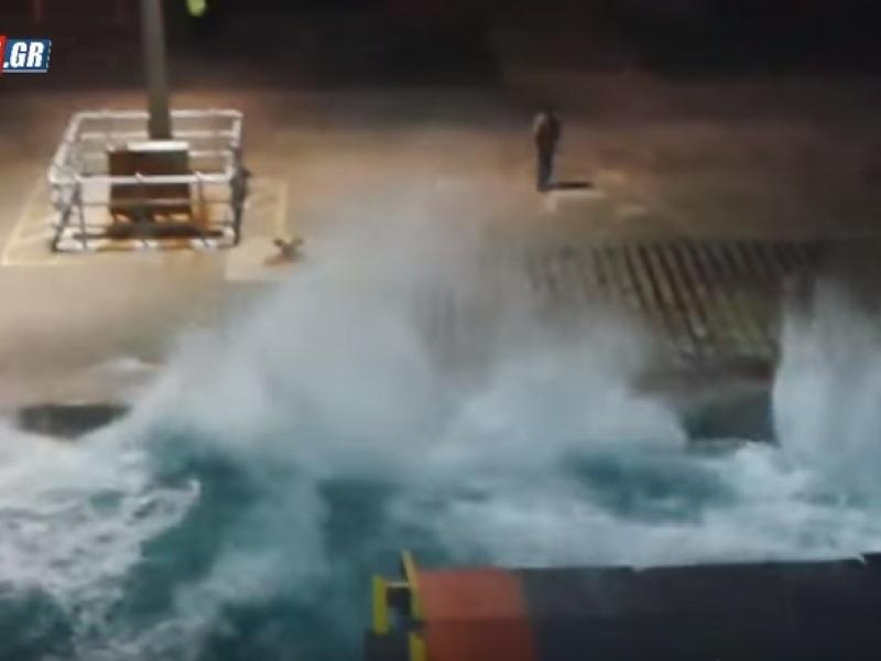 κύματα λιμάνι