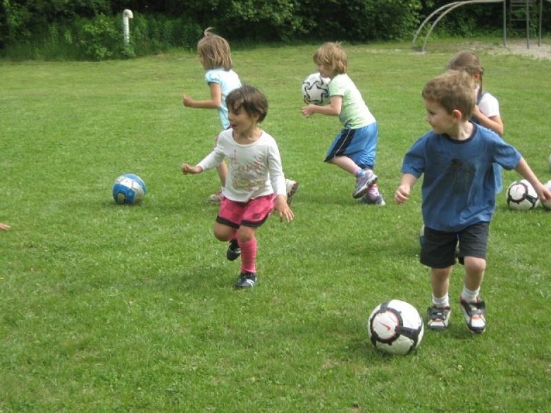 παιδιά παιχνίδι ποδόσφαιρο