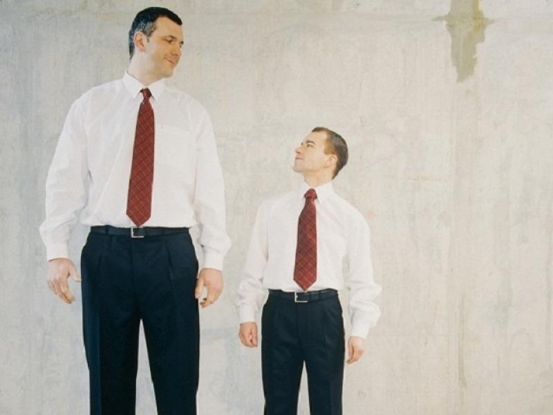ψηλός άνδρας κοντός άνδρας