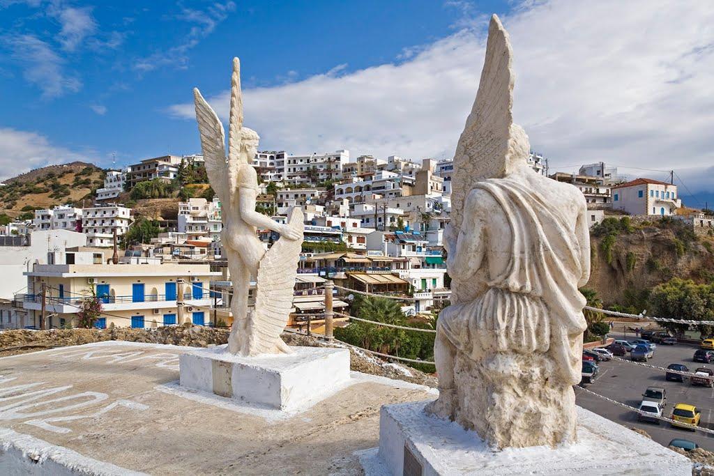 Αγάλματα Δαίδαλου και Ίκαρου - Αγία Γαλήνη