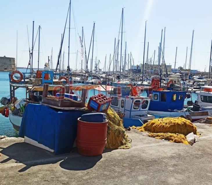 Τα ψαροκάικα στο Λιμάνι του Ηρακλείου