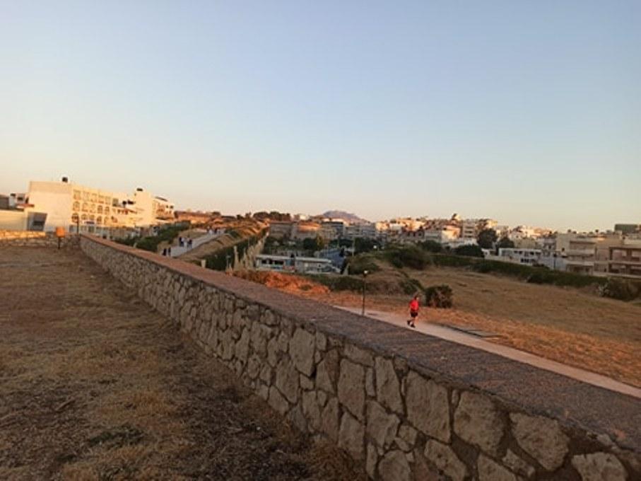 Το εμβληματικό μνημείο του Ηρακλείου, τα ενετικά τείχη.