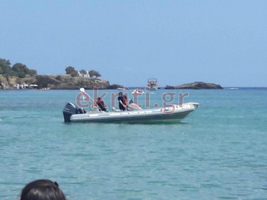 Το σκάφος του Λιμενικού Σώματος προσέγγισε το σημείο από τη θάλασσα.