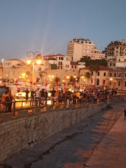 Το συλλαλητήριο κατευθύνθηκε προς το κτήριο της Αποκεντρωμένης Διοίκησης Κρήτης.