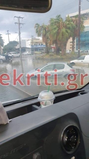 Αυτοκίνητο έξω τράπεζα στη λεωφόρο Καζαντζίδη - Γιάννης Χαιρέτης