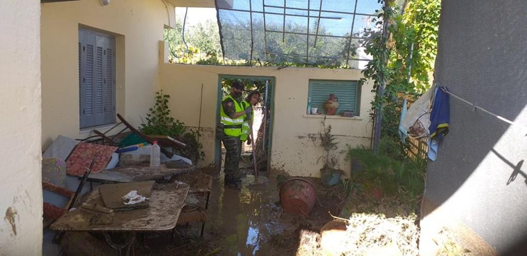 Οι προσπάθειες επικεντρώνονται στην ανακούφιση των πολιτών και τον καθαρισμό των πλημμυρισμένων σπιτιών τους.