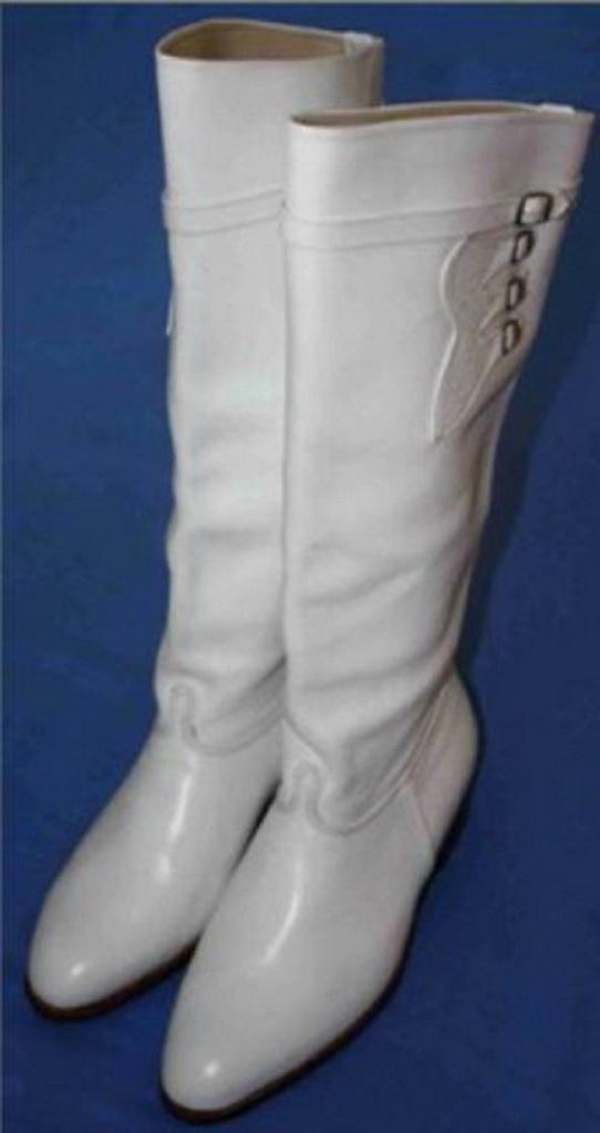 Τα άσπρα στιβάνια, σύμβολο των αδούλωτων κρητικών