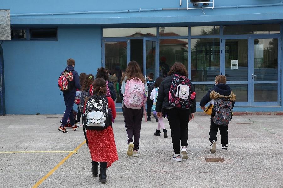 Οι μαθητές της Α/βάθμιας επέστρεψαν στα θρανία