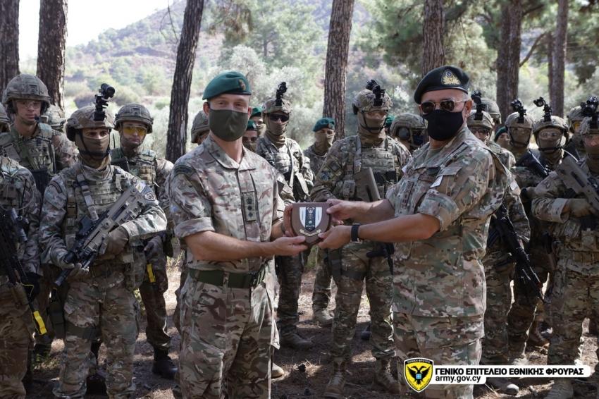 Ο Αρχηγός της ΕΦ σημείωσε ότι τόσο η συγκεκριμένη δραστηριότητα όσο και αυτές που θα ακολουθήσουν, αποτελούν απτή απόδειξη της αναβαθμισμένης στρατιωτικής συνεργασίας μεταξύ ΚΔ και ΗΒ.