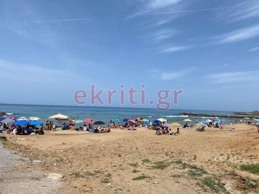 Οι Ηρακλειώτες ξεχύθηκαν στις παραλίες