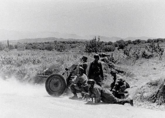Γερμανοί αλεξιπτωτιστές κατά την διάρκεια των μαχών.