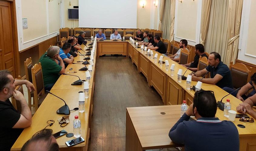 Εκπρόσωποι αγροτών στην Περιφέρεια Κρήτης σε συνάντηση με τον κ. Αρναουτάκη