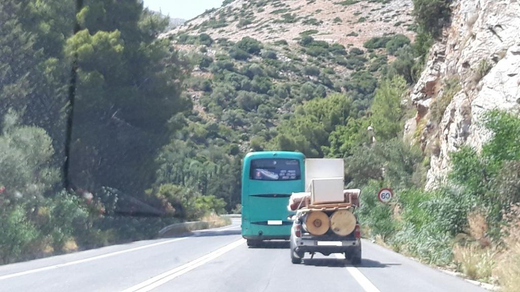 Συνηθισμένες εικόνες στους δρόμους της Κρήτης