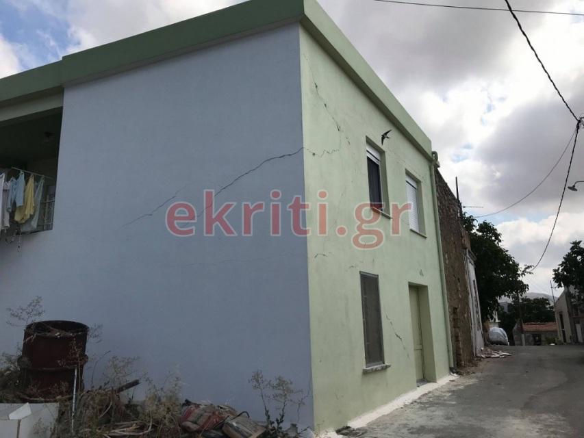 Σαμπάς: Φθορές και στους εξωτερικούς τοίχους σπιτιών