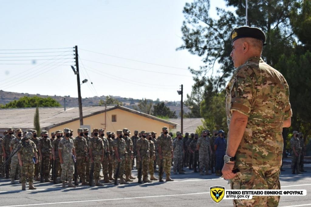 Ο Αντιστράτηγος Δημόκριτος Ζερβάκης μιλά στο προσωπικό της Εθνικής Φρουράς.