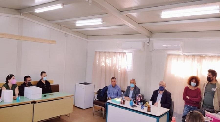 Από τη σύσκεψη στις νέες αίθουσες στο Αρκαλοχώρι όπου διακρίνεται ο κ.Καρτσωνάκης