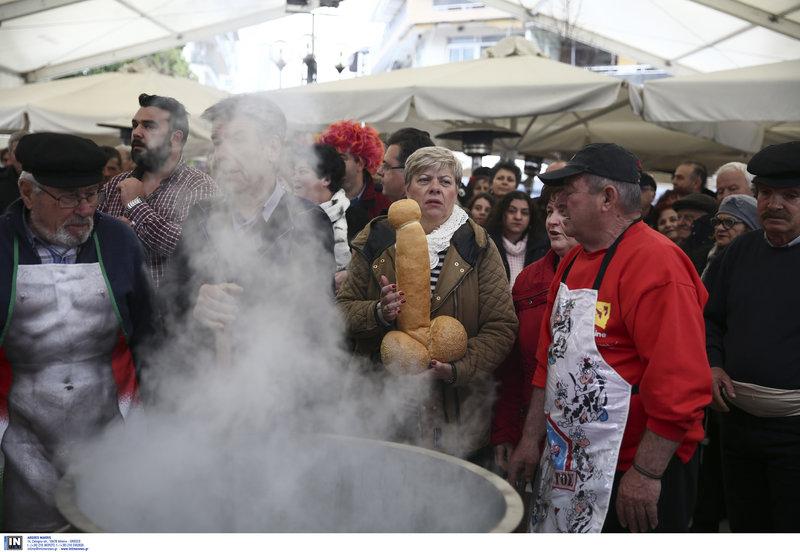 Οι Μπουρανίτες χορεύουν γύρω από το καζάνι που βράζει η σούπα