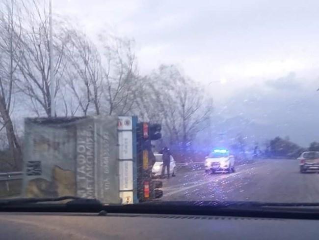 αναποδογυρισμένο φορτηγό στην Ξάνθη