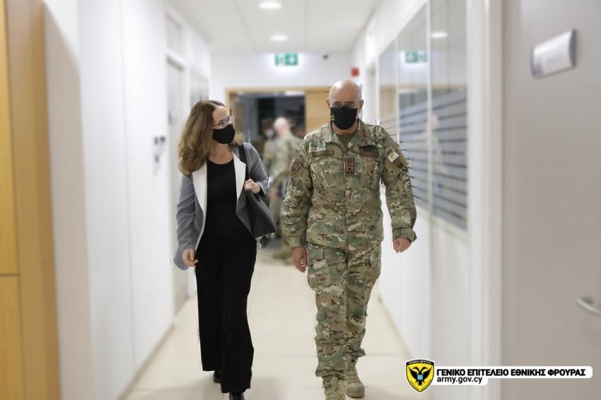 Η Πρέσβειρα της Γαλλίας στην Κύπρο, κα. Salina Grenet – Catalano, πραγματοποίησε εθιμοτυπική επίσκεψη στο Στρατηγείο του ΓΕΕΦ.