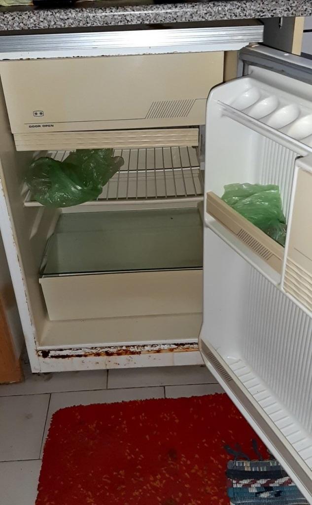 Σε αυτό το ψυγείο οι αστυνομικοί εντόπισαν περίπου μισό κιλό ηρωίνης