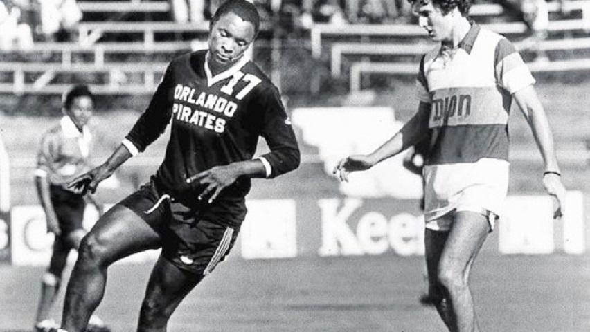 Τζόμο Σόνο, παίχτης των Orlando Pirates