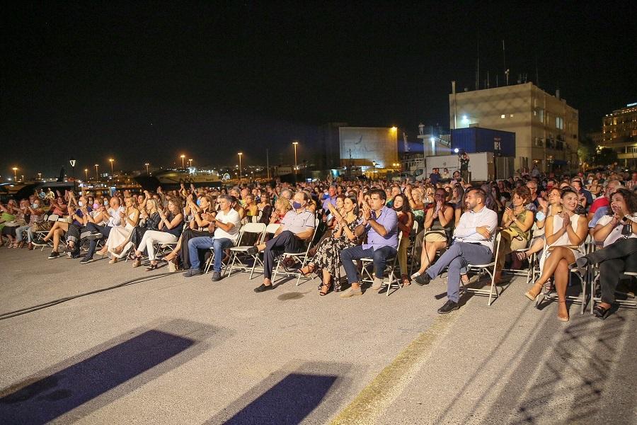 Πλήθος κόσμου στο Ενετικό λιμάνι