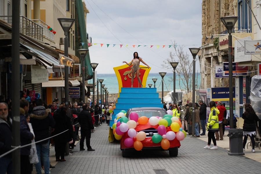 Πλήθος κόσμου στο Καρναβάλι