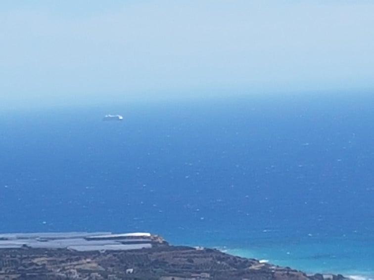 Το κρουαζιερόπλοιο παραμένει στα ανοικτά της Άρβης.