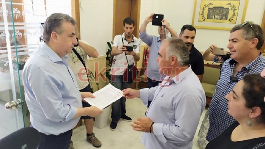 Ψήφισμα στον Σταύρο Αρναουτάκη από τους ξενοδοχοϋπαλλήλους
