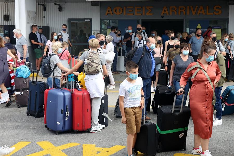 τουρίστες στο αεροδρόμιο Ηρακλείου