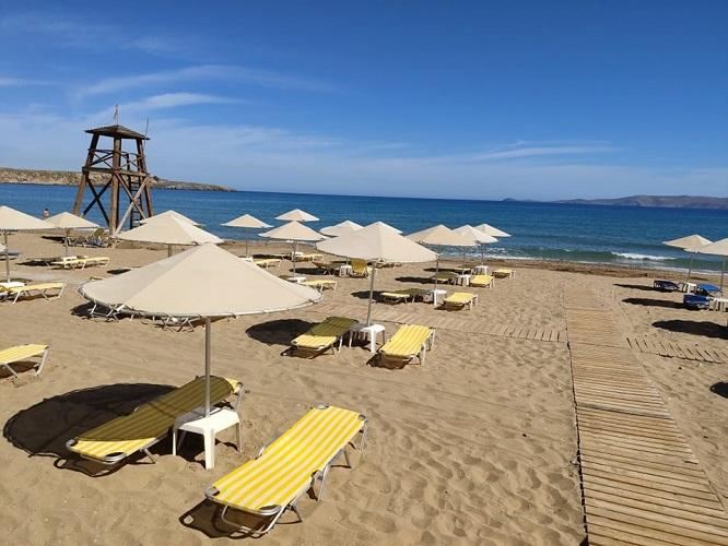Λειτουργεί από σήμερα η Δημοτική παραλία Καρτερού