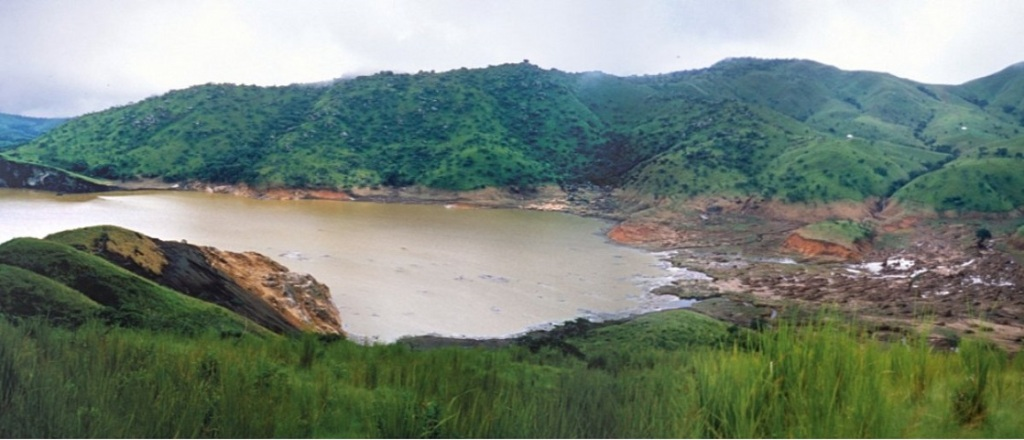 λίμνη Monoun
