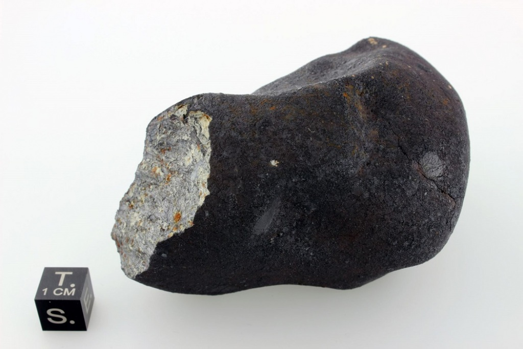το βραχώδες σώμα από το διάστημα άρχισε να «σπάει» σε κομμάτια σε ύψος 19 έως 24 χιλιομέτρων, και κατέπεσε βόρεια της περιοχής Τσελιάμπινσκ