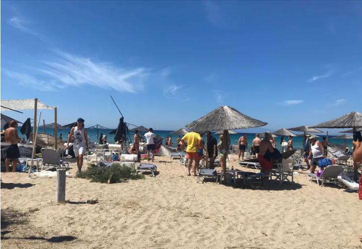 Ο ανεμοστροβιλος χτύπησε την παραλία