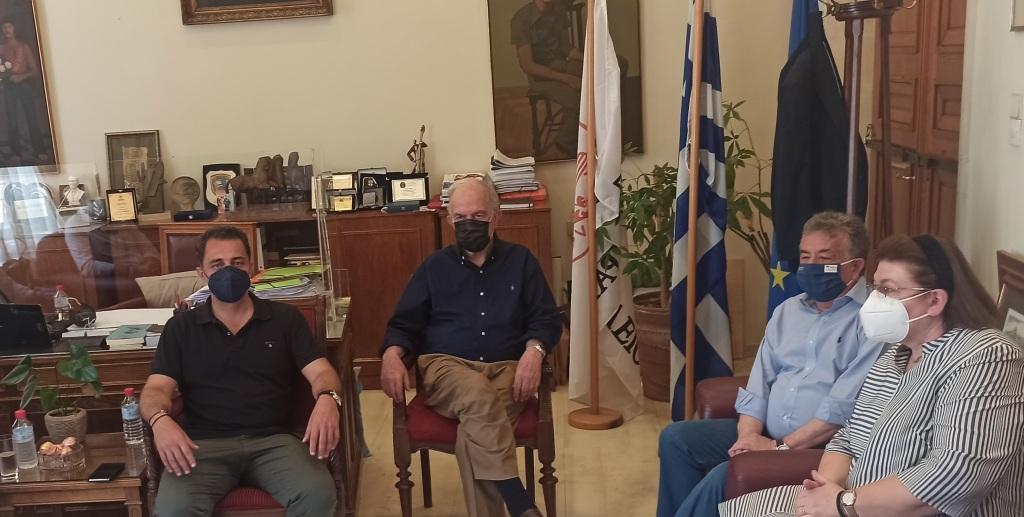 Ο Δήμαρχος ενημέρωσε την Υπουργό για όλες τις κινήσεις του δήμου σχετικά με τα μνημεία. Παρόντες στη σύσκεψη ο βουλευτής Μάξιμος Σενετάκης και ο Περιφερειάρχης Στ. Αρναουτάκης