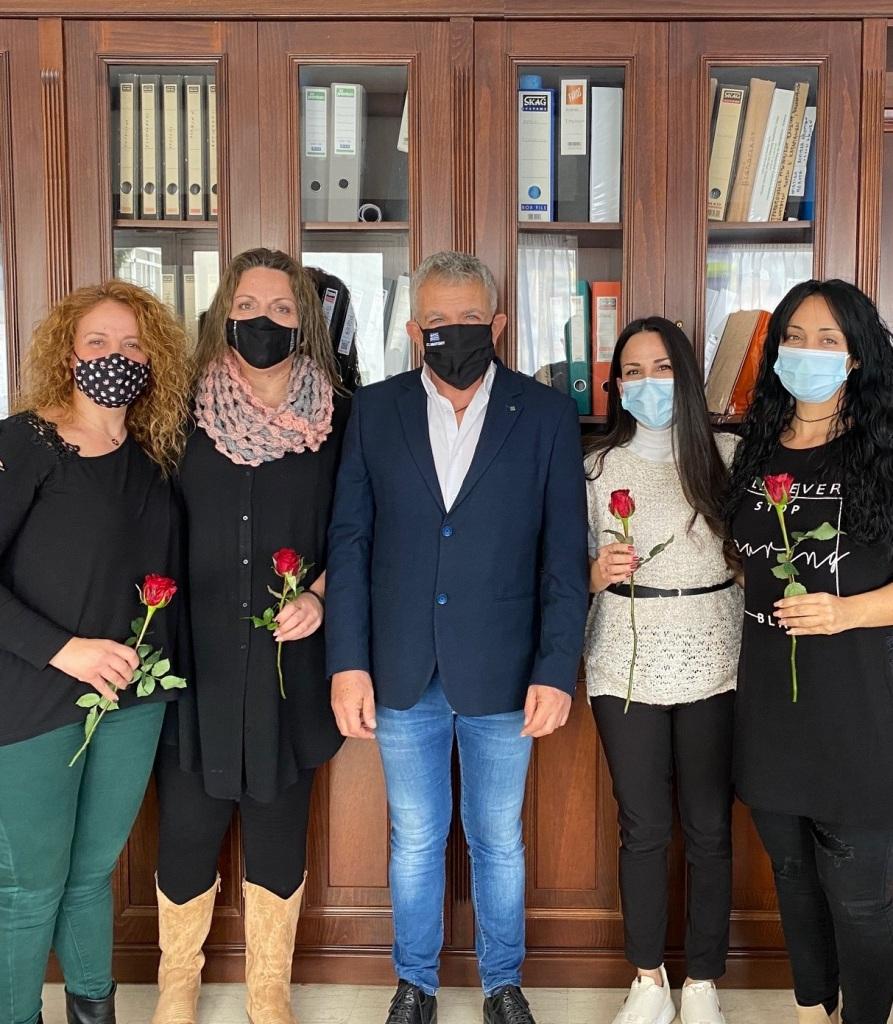 Ο Δήμαρχος Φαιστού με τις γυναίκες του Δήμου