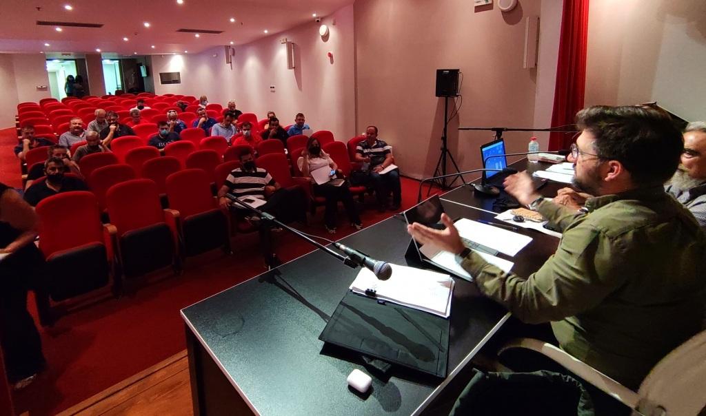 Σύσσωμο το Δημοτικό Συμβούλιο Μαλεβιζίου στη συνεδρίαση της Τρίτης εξέφρασε τα θερμά του συλλυπητήρια στις οικογένειες των δύο νεαρών.