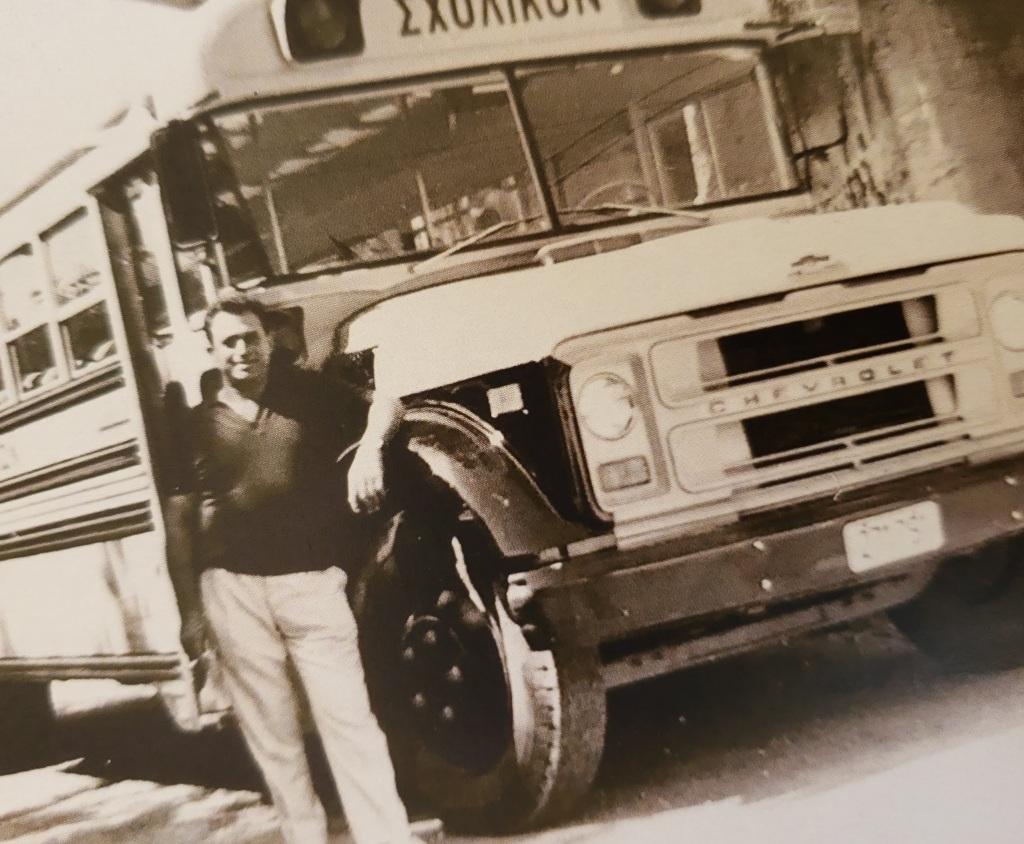 Δωρεά σχολικού λεωφορείου από Κώστα Μαλιώτη τη δεκαετία του '60.
