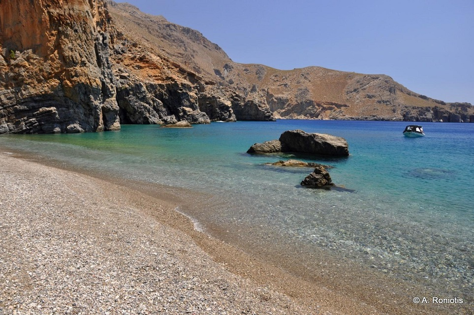 Η παραλία Καμινάκι ή Άσπρη Παραλία