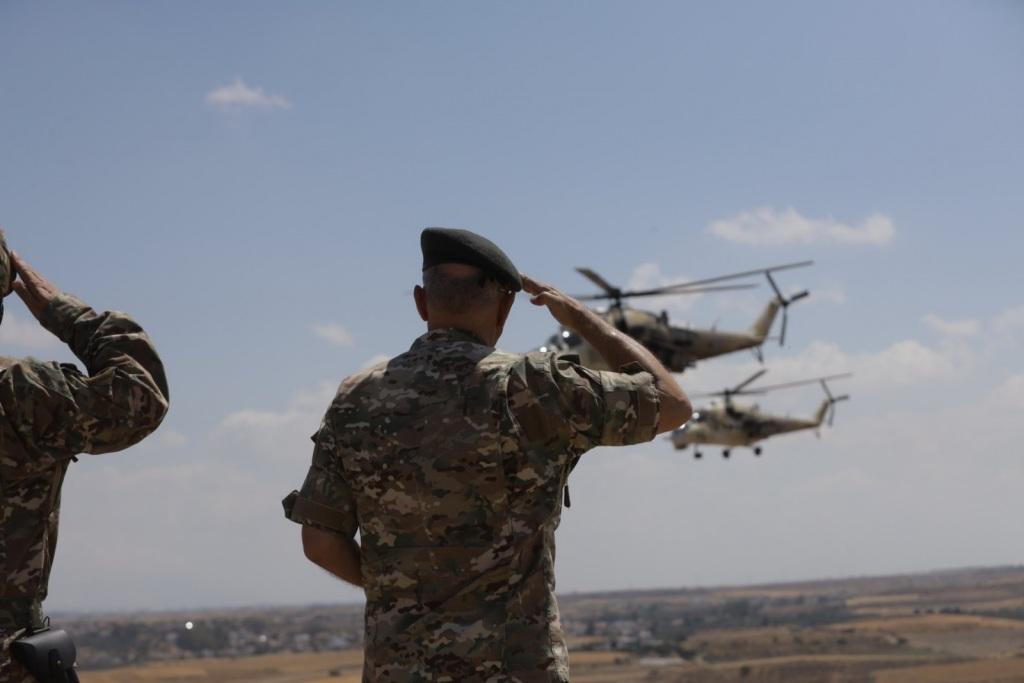 Ο Αρχηγός της Εθνικής Φρουράς Δημόκριτος Ζερβάκης παρακολουθεί την στρατιωτική άσκηση