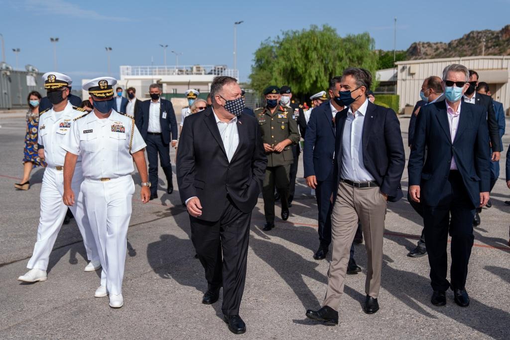 Οι δύο άνδρες στη Ναυτική Βάση της Σούδας