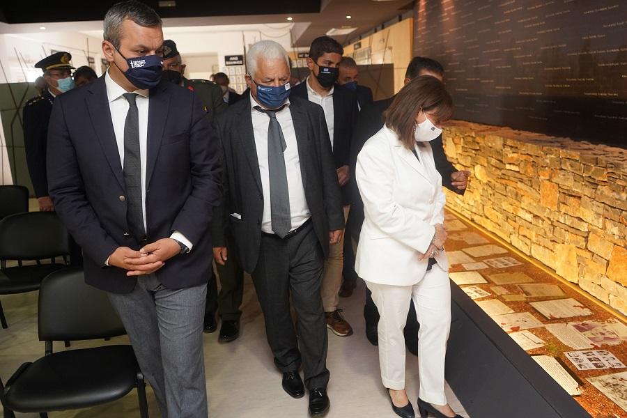 Στο Μουσείο Ολοκαυτώματος η Κατερίνα Σακελλαροπούλου